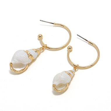 Gold Metal Seashell Shaped Earrings for Lady