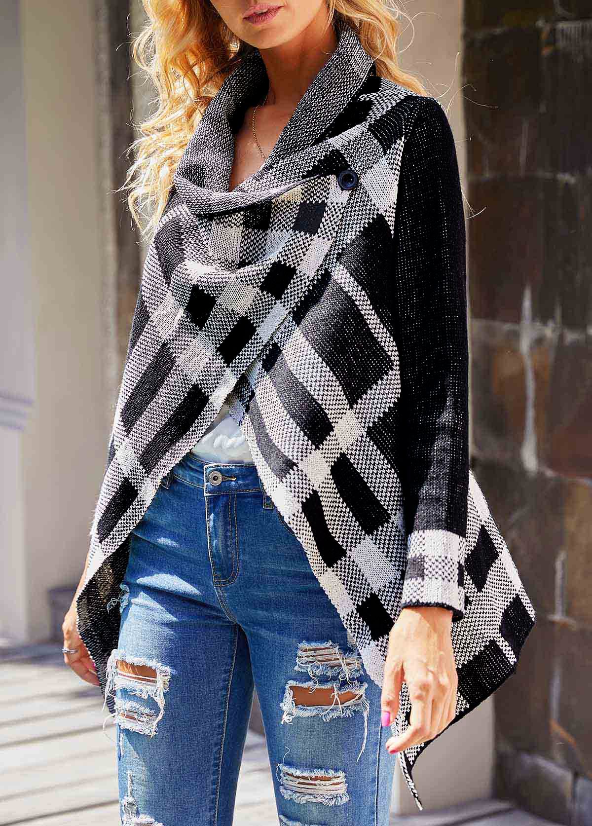 Plaid Pattern Asymmetric Hem Long Sleeve Cardigan