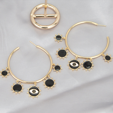 Metal Sun Shape Detail Gold Hoop Earring Set