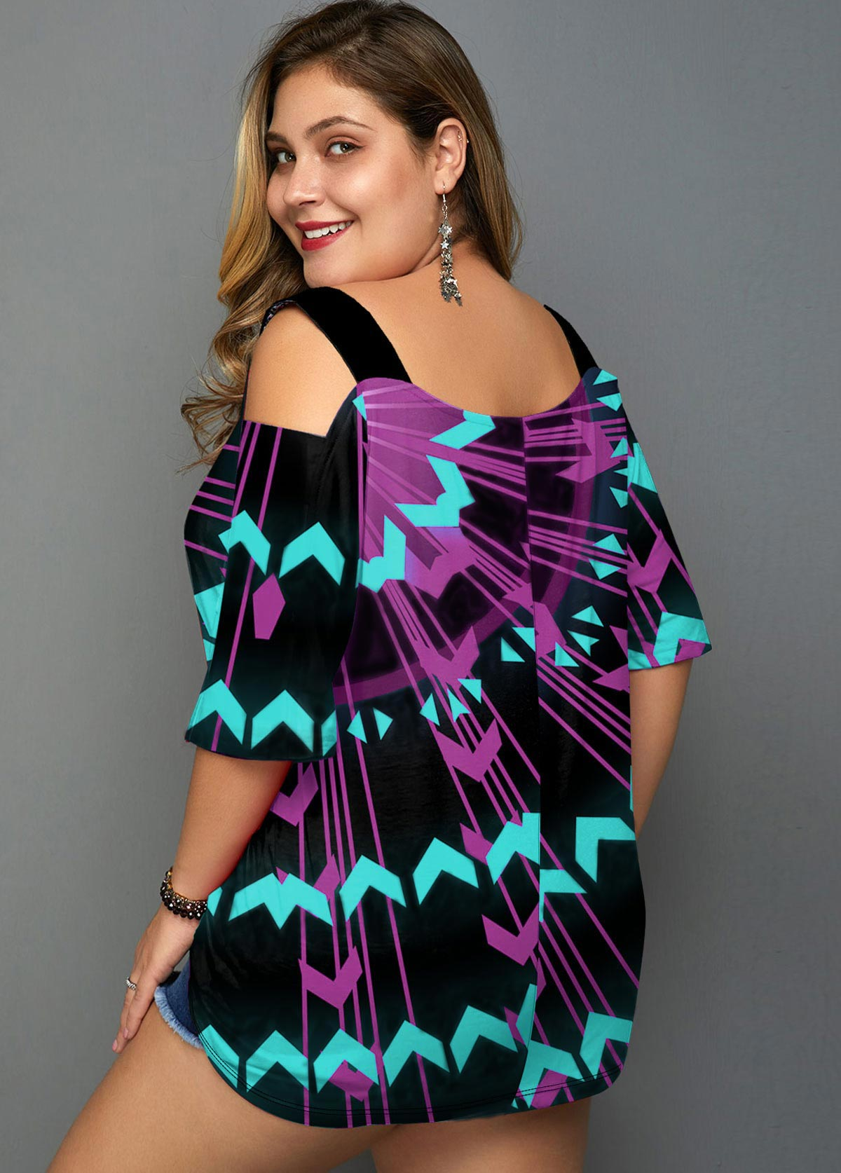 Geometric Print Cold Shoulder Plus Size T Shirt