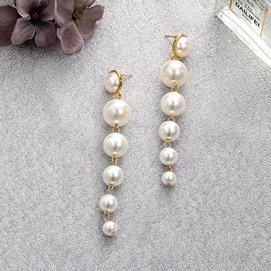 Women's White Pearl Earring Set