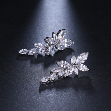 Leaf Shape Silver Metal Rhinestone Embellished Ear Studs