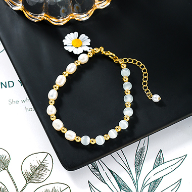 Pearl Embellished Daisy Bracelet for Lady