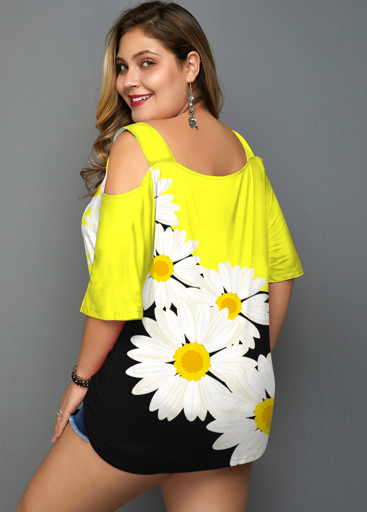 Daisy Print Cold Shoulder Plus Size T Shirt