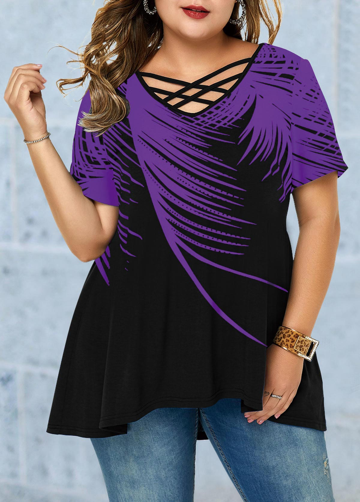 Feather Print Cross Strap Plus Size T Shirt