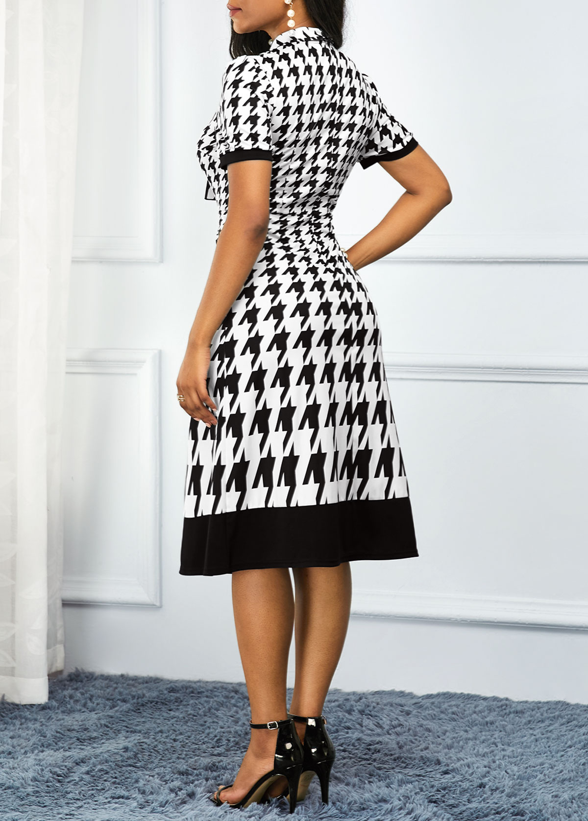 Houndstooth Print Plus Size Short Sleeve Dress