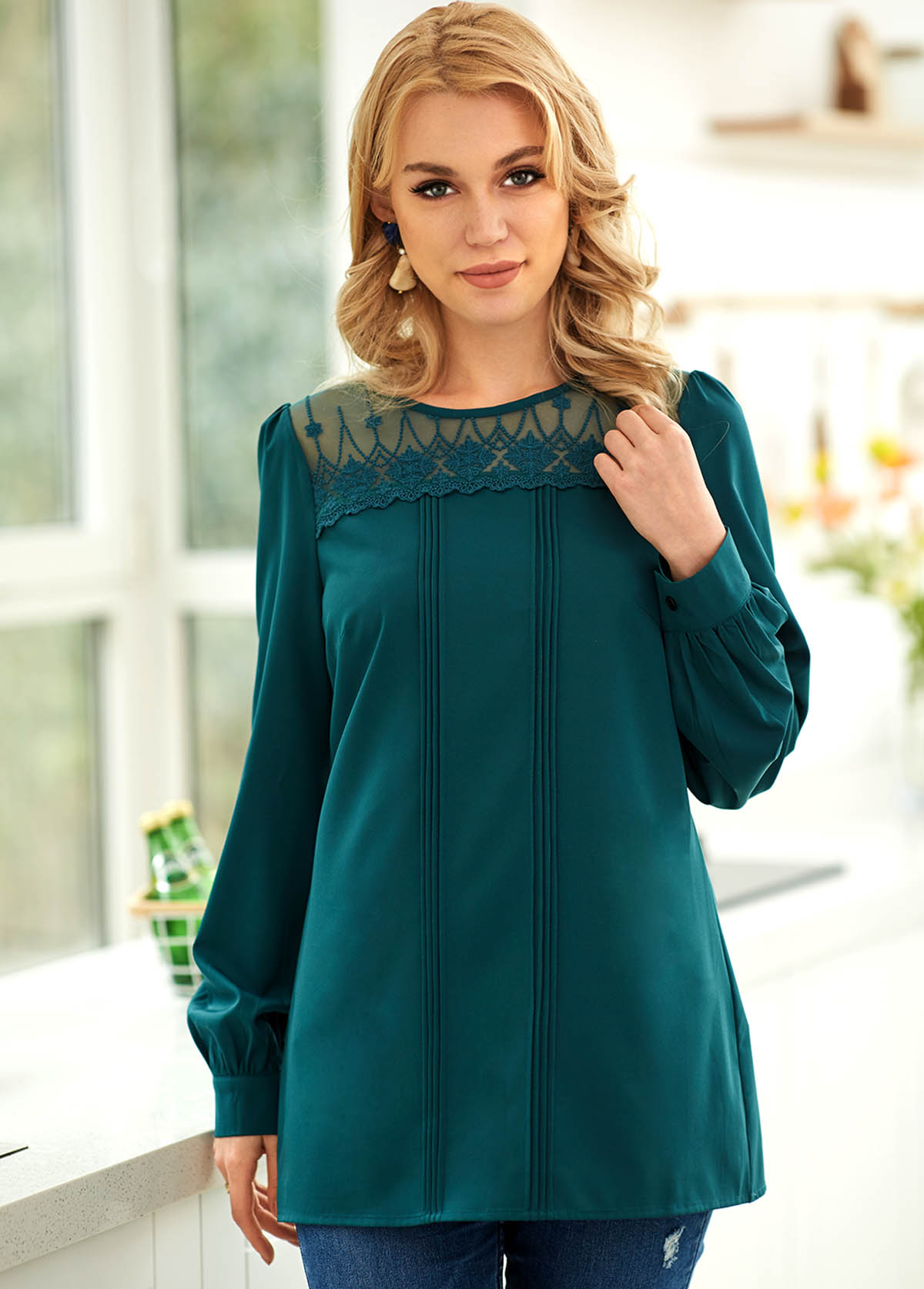 Long Sleeve Lace Stitching Crinkle Chest Blouse