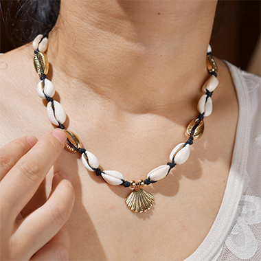 Gold Shell Detail Scallop Design Necklace