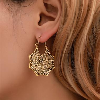 Metal Detail Hollow Out Flower Design Earring Set