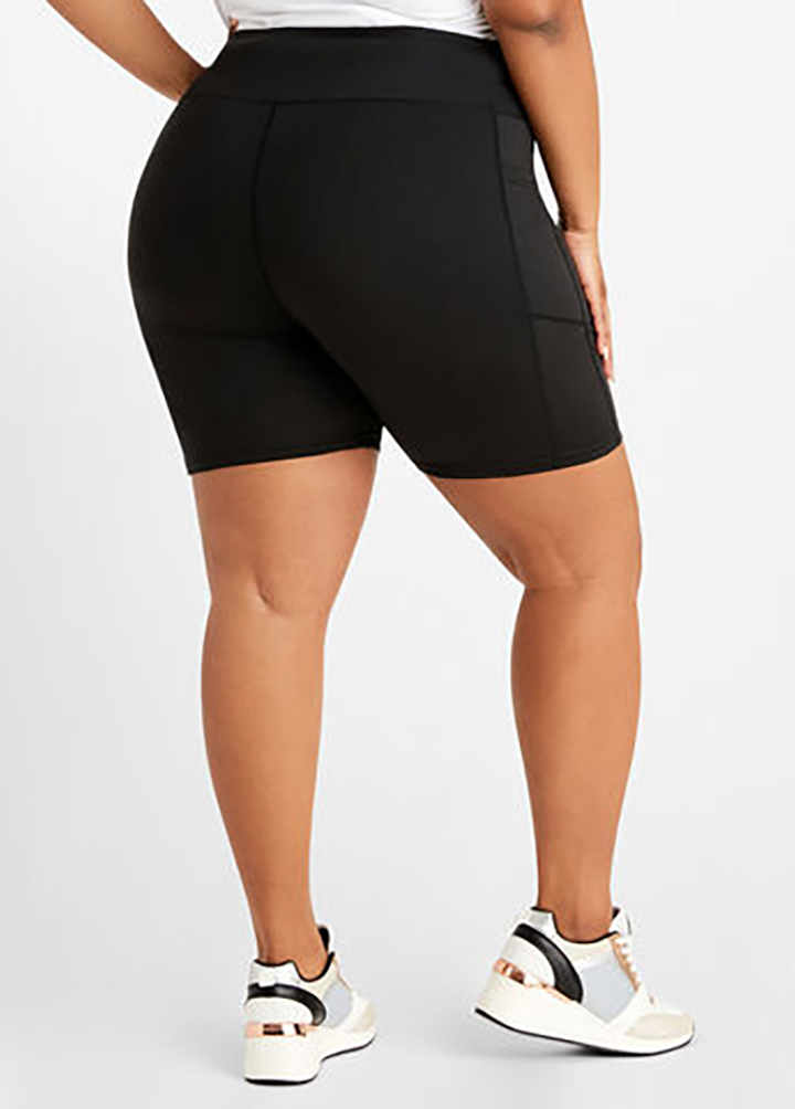 Pocket Detail Plus Size High Waist Solid Shorts