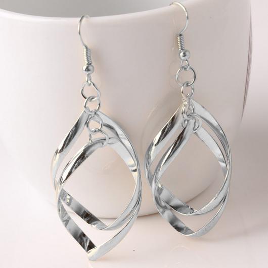 Metal Twist Rhombus Design Silver Earring Set