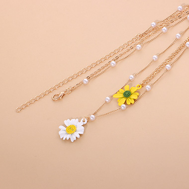 Pearl Detail Layered Daisy Design Necklace